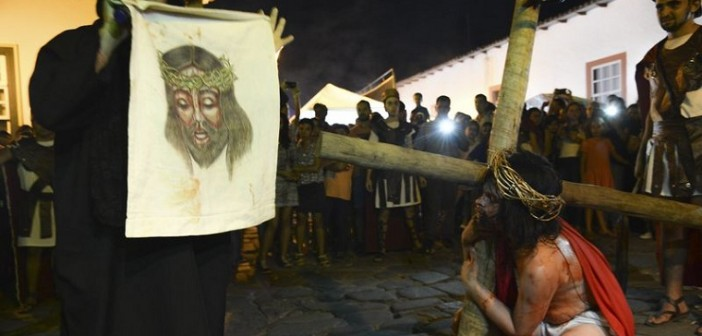 Cidade de Goiás  (GO) - Encenação da via sacra de Jesus Cristo, durante a procissão do fogaréu na cidade de Goiás (Marcello Casal Jr/Agência Brasil)