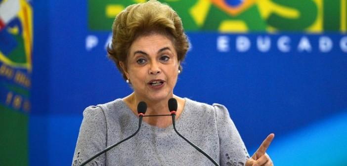 Brasília - Presidenta Dilma Rousseff durante encontro com juristas contrários ao impeachment, no Palácio do Planalto (José Cruz/Agência Brasil)