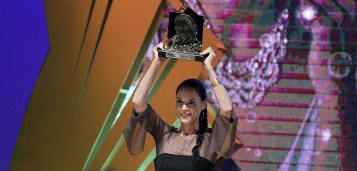 44º Festival de Cinema de Gramado - 26/08/2016 -  atriz Sônia Braga, recebe o  Troféu Oscarito - Foto: Edison Vara/Pressphoto - www.edisonvara.com.br - +555199820707