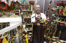 Abertura da feira Brasil Original de Artesanato, no Pavilhão do Anhembi em São Paulo.Reinaldo Saiby Instrumentos, no estande da Bahia. Foto-Luludi Melo/Ag Luz