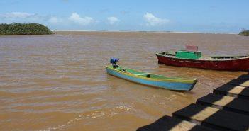 Foz do Rio Doce/ Em Regência, Linhares (ES) / Lama prejudica pescadores e a biodiversidade / Foto de Hélio Rocha, Plurale